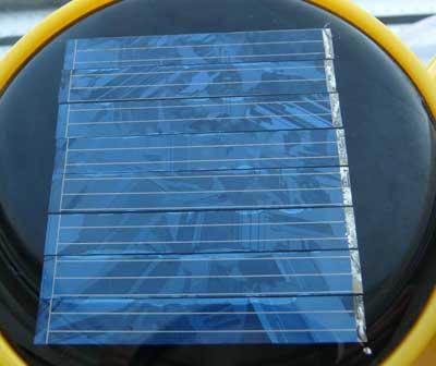 солнечный элемент из поликристаллического кремния, фото: Петр Шаров